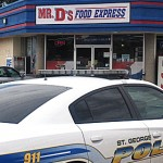 Police investigate a robbery at Mr. D's Chevron on River Road, St. George, Utah, Aug. 19, 2014 | Photo by Mori Kessler, St. George News