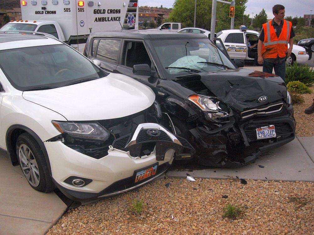 Mom 2 Kids Involved In 3 Car Crash Cedar City News